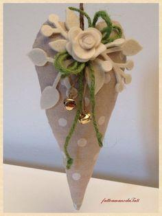 Cuore in cotone a pois con rosa bianca, by fattoamanodaTati, 15,00 € su misshobby.com