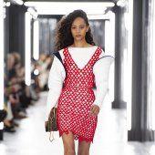 Louis Vuitton Style Couture, Haute Couture Fashion, Louis Vuitton, Lady, Collection, Dresses, Fashion Ideas, Vestidos, Louise Vuitton