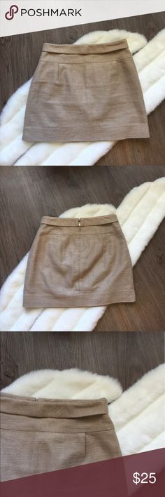 """J. Crew tweed Mini Skirt EUC Beautiful skirt with Gold woven accent. Back zipper. Chic, Classy and Stylish. Measurements: Waist: 14.5"""". Length: 15"""". 🌟Top Rated seller⚡️Fast shipper😘 Offers are welcomed ❣️No Trade J. Crew Skirts Mini"""
