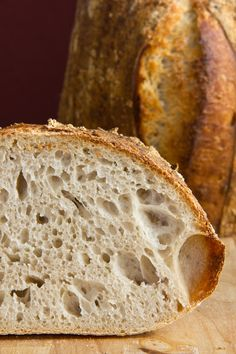 Medium-to large-pore crumb, great aroma: wheat sourdough bread by Chad Robertson - option translate