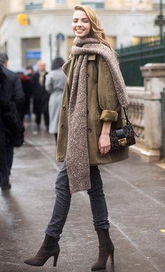 Как носить объемный шарф и выглядеть стильно: 20 модных идей для холодов   Журнал Cosmopolitan