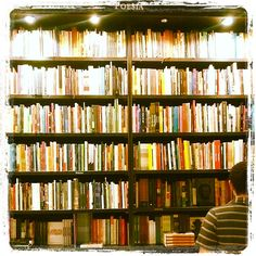 Livraria da Travessa, Leblon, RJ.  Estante 'poesia'. www.travessa.com.br