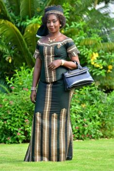 African fashion kaba and slit style African Men Fashion, African Dresses For Women, African Print Dresses, Africa Fashion, African Attire, African Wear, African Fashion Dresses, African Women, African Prints