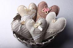 Instructions for crocheted vintage heart 65 Crochet Pillow, Crochet Blanket Patterns, Crochet Motif, Crochet Flowers, Knit Crochet, Crochet Hearts, Crochet Embellishments, Knitted Heart, Crochet Decoration