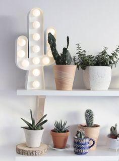 Lámpara bombillas cactus. Ideas decorativas: un cactus para tu casa | Blog F de Fifi: manualidades, imprimibles y decoración Decorar con cactus | Cactus fever | Cactus decoration | Interiordesign | Interiorismo | Decoración | Plantas