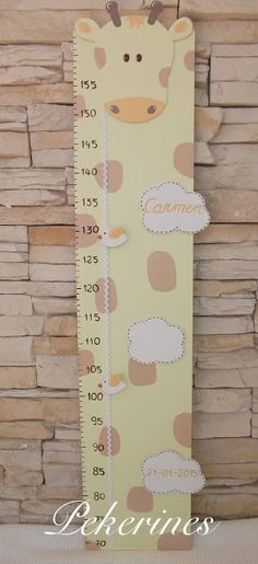 Decoración Infantil Pekerines: MEDIDOR JIRAFA Wood Projects, Sewing Projects, Diy And Crafts, Crafts For Kids, Growth Chart Ruler, Baby Shower Crafts, Letter Balloons, Felt Decorations, Kids House