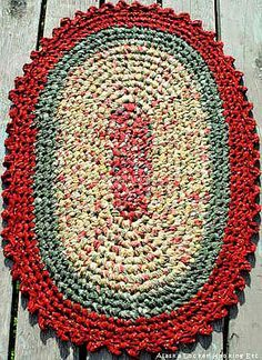 Rag rug - crocheted like those grandma hatfield and I used to make from the balls of rug rags. Crochet Home, Crochet Crafts, Yarn Crafts, Knit Crochet, Crochet Rag Rugs, Crotchet, Braided Rag Rugs, Homemade Rugs, Rag Rug Tutorial