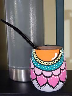 Pottery Painting Designs, Paint Designs, Pottery Art, Flower Pot Art, Flower Pot Design, Painted Flower Pots, Painted Pots, Plastic Bottle Crafts, Learn Art