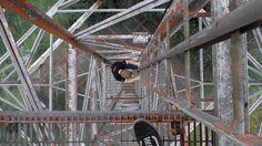 Verlassene Kaserne in NRW - Auf den Sendemast hinaufgeklettert.  Abandoned barracks in central germany - climbed an old steel tower there.  Mehr Bilder und die ganze Geschichte: http://www.sagtmirnix.net/?id=192