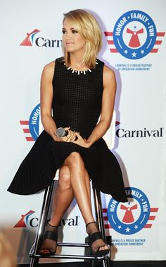 I love her new hairdo! Looks fab on carrie