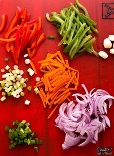 Street style Vegetable Hakka Noodles are easy to make at home! These make a quick weeknight dinner, pair them with your favorite Indo-Chinese dish for a meal! Noddle Recipes, Vegetable Recipes, Vegetarian Recipes, Healthy Recipes, Indian Food Recipes, Italian Recipes, Indian Snacks, Chinese Recipes, Chinese Food