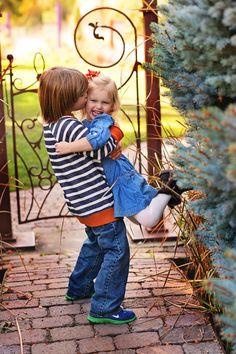 Sibling Pose Dancing Frog Photography www.dancingfrogphotography.net