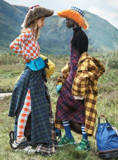 Models Rebecca Leigh Longendyke, Anok Yai, Leon McCarron & Luca Bortali are styled by Lucinda Chambers in 'Clash of the Tartans'. Photographer Josh Olins captures the mashup for Vogue US October Hair by Sam McKnight; makeup by Sally Branka Fashion Photography Inspiration, Editorial Photography, Style Inspiration, Vogue Fashion Photography, Abstract Photography, Photography Poses, Plaid Fashion, High Fashion, Winter Fashion