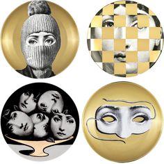 Chegaram varios modelos novos! Pratos Piero Fornasetti. Material: Porcelana Medida: 26 cm http://www.marcheartdevie.com.br/loja-virtual/quadros-e-esculturas/prato-de-parede-t-v-60-branco-preto-e-dourado/