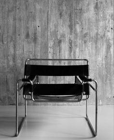 Wassily Chair von Marcel-Breuer Lederstuhl:  https://modecor.com/Marcel-Breuer-Wassily-Chair-in-Schwarz