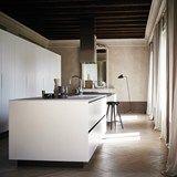 Cocina integral con isla de gres abujardado blanco MAXIMA 2.2 - COMPOSITION 1 - Cesar Arredamenti