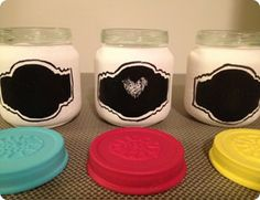 diy chalkboard spice jars- what a fantastic gift idea that will be used and be helpful all at the same time. Bonus!