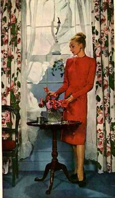21 ideas for your 1940s ranch, bungalow or cape – 40s kitchens, living rooms, bathrooms and more --- Retro Renovation --- Victorian-inspired window treatment, Victorian or perhaps Colonial style table.