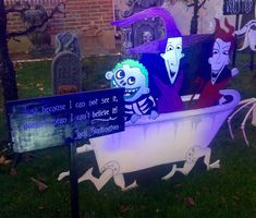 This epic Nightmare Before Christmas Yard is incredible! Sure to thrill all of the neighborhood kiddies and grownups alike! Halloween Lawn, Outdoor Halloween, Holidays Halloween, Halloween Crafts, Halloween Decorations, Outdoor Decorations, Halloween 2020, Halloween Witches, House Decorations