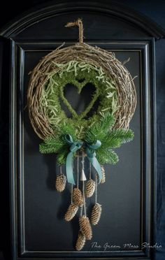 Fantastic that green moss studio. Personal… würde ich zusammensetzen andersfarbigen … Fantastic that green moss studio. Staff … I would use different colored curve composite. Natural Christmas, Christmas Flowers, Noel Christmas, Rustic Christmas, Moss Wreath, Diy Wreath, Art Floral Noel, Holiday Wreaths, Holiday Decor