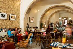 Pois Café // Rua de São João da Praça 95 , 1100-521 Lisboa