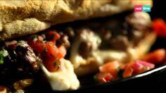 Cucina con Ramsay # 28: Panini con polpette di manzo, mozzarella e salsa di pomodoro Una semplice variante dell'Hamburger di manzo, con mozzarella al posto del formaggio svizzero e una salsetta di pomodoro al posto del ketchup. Più leggero e fresco. INGREDIENTI: 1 cipolla piccola, sbucciata e tagliata a dadini 2 spicchi d'aglio, sbucciati e affettati finemente Olio di oliva per ...