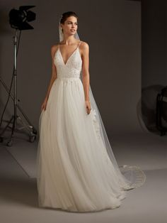 Dancing Lights: The new Pronovias 2020 collection we& been waiting for is here! - Pronovias Wedding Dresses The collection we were eagerly waiting for is here! Classic Wedding Dress, Cheap Wedding Dress, Dream Wedding Dresses, Bridal Dresses, Wedding Robe, Backless Wedding, Wedding Gowns, Lace Wedding, Robes Glamour