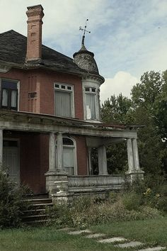I'd like to get my hands on this~Beautiful Abandoned Victorian~Unknown Location....