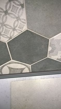 Hexagon-laatta K-Rauta musta harmaa Tile Floor, Dreams, Flooring, Texture, Contemporary, Bathroom, Home Decor, Surface Finish, Washroom