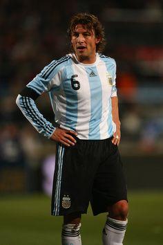 Gabriel Heinze Old Boys, Argentina Fc, Argentina Football Team, All Star, Soccer Players, Transformers, Gabriel, Sports, Fashion