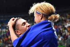 Lorsqu'Estelle Mossely et son compagnon, Tony Yoka, ont célébré leurs médailles…
