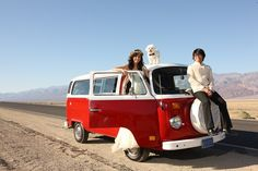 Two cute hippies got married in the California desert (+ the cutest, fluffiest ring bearer ever!)
