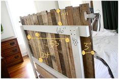 diy {pallet headboard} And just in time for the weekend. the long awaited pallet headboard! I'm excited to (finally) share this project! It's the biggest project I've shared to date. Turning pallets in… Diy Pallet Projects, Home Projects, Pallet Ideas, Pallet Furniture, Furniture Projects, Palette Deco, Diy Headboards, Wooden Pallets, Pallet Wood