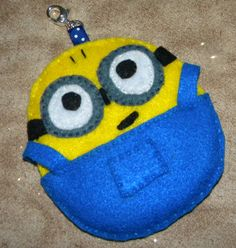 Felt Despicable Me Inspired Minion Luggage Tag Keychain or Purse Friend Minion Craft, Us Penny, Felt Patterns, Fun Challenges, Finger Puppets, Despicable Me, Felt Ornaments, Custom Items, Felt Crafts