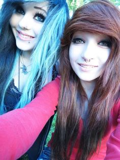 The girl on the right's hair looks just like mine omfg