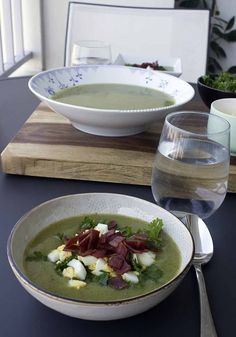 Smooth & silky zucchini soup with eggs, turkey bacon (use vegan coconut bacon instead) and parsley. Easy and healthy fall and winter food. Tasty Vegetarian Recipes, Healthy Recipes On A Budget, Quick Healthy Meals, Healthy Food Options, Heart Healthy Recipes, Vegan Recipes Easy, Clean Eating Recipes, Organic Recipes, Nutritious Meals
