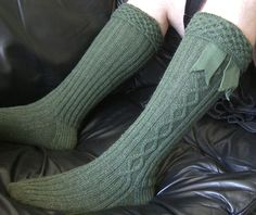 Kilravock kilt hose: Knitty Deep Fall 2010. I think Tad needs some of these to go with his kilt. ;o)