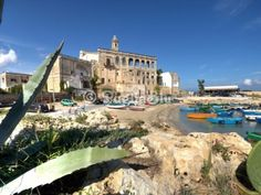 Spiagge Polignano a Mare - San Vito. It is a sandy and pebbly beach with an impressive abbey and a romantic natural harbor.