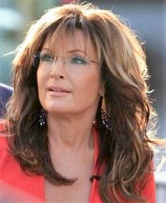 Sarah Palin is Scrumptious Beautiful Women Over 40, Beautiful Old Woman, Sexy Older Women, Classy Women, Sarah Palin Hot, Diane Lane Actress, Silver Haired Beauties, Girls With Glasses, Beauty Women