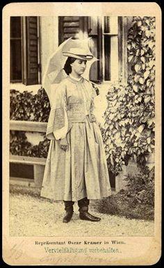 Empress Carlota Old Photos, Vintage Photos, White Elegance, Old Portraits, Trieste, Royal Fashion, Fashion Plates, Costume, Charlotte