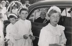 """100-jarige feest : Mina de Bresser - Foolen werd honderd jaar op 28 augustus 1959. Heel Breugel vierde het feest mee : de eerste dag met een heilige mis en receptie, de 2de dag met een optocht van 43 groepen en wagens,die trok tot de Sonse brug,daar keerde en de weg terug ging naar het """" Keske """" Auteur: Zuid Nederlands Fotobureau - 1959"""