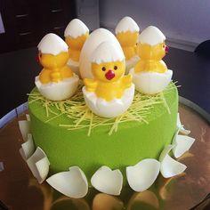 Вот такой милый детский торт сделал. Все декорации из шоколада. Торт 3кг 6000р