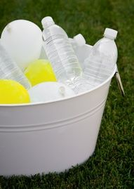 graduation party idea beverage cooler station tub backyard bbq fathers day summer party picnic --freeze balloons of water as ice Frozen Balloons, Water Balloons, Grad Parties, Holiday Parties, Birthday Parties, Themed Parties, Holiday Time, Birthday Bash, I Party