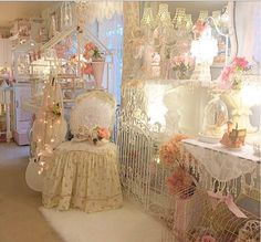 Shabby Chic Furniture In a family room, try to arrange your furniture into centers. Romantic Shabby Chic, Simply Shabby Chic, Shabby Chic Pink, Romantic Cottage, Vintage Shabby Chic, Shabby Chic Style, Shabby Chic Decor, Vintage Decor, Romantic Room
