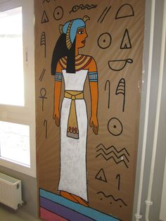 DIY mummy tomb from a tent box Egyptian Crafts, Egyptian Party, Ancient Art, Ancient Egypt, Ancient History, Egypt Decorations, Obelix, Egypt Art, Thinking Day