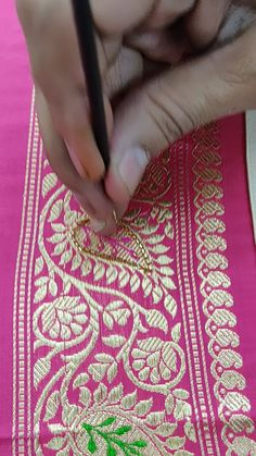 Hand Embroidery Videos, Bead Embroidery Patterns, Embroidery Stitches Tutorial, Hand Work Embroidery, Creative Embroidery, Bead Embroidery Jewelry, Hand Embroidery Designs, Zardosi Embroidery, Tambour Embroidery