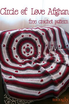 Circle of Love Afghan! Cuddle up with your love with this free crochet pattern from Moogly! #crochet #mooglyblog #redheartyarns #valentinesday #hearts #circleafghan