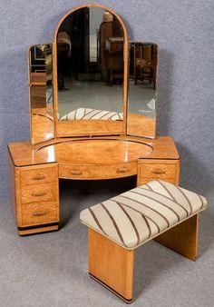 ideas vintage makeup vanity art deco dressing tables for 2019 Antique Vanity, Vintage Vanity, Vintage Art, Antique Art, Vintage Decor, Vintage Style, Classic Home Furniture, Vintage Furniture, Art Deco Dressing Table