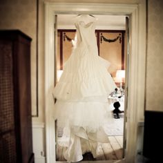 Wedding dress waiting for the bride #wedding #weddingday #weddingdress #weddingstuff #weddingideas #weddingstyle #weddingtheme #weddinginspiration #weddingphotography #weddingphotographer #bride #bryllup #bride2be #bridezilla #brylluptips #bridesjournal #bryllupsbilleder #bryllupsfotograf #bryllupsfotografer #bryllupsfotografering