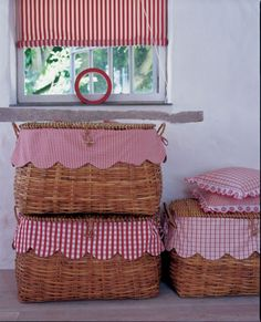 Red and White Gingham basket liners Cocina Shabby Chic, Vibeke Design, Basket Liners, Red Cottage, Red Gingham, Red Plaid, Red Kitchen, Kitchen Ideas, Wicker Baskets